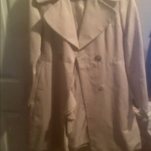 Elite Tahari NWOT Size 4 Ruffled Trench Coat